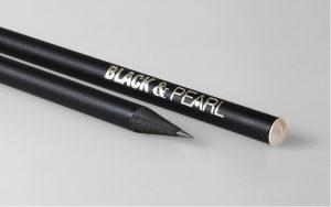 Lápices negros con perla crema de Swarovski y estampado de aluminio